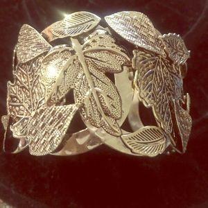 Avon Bold Nature Leaf Cuff Bracelet Goldtone